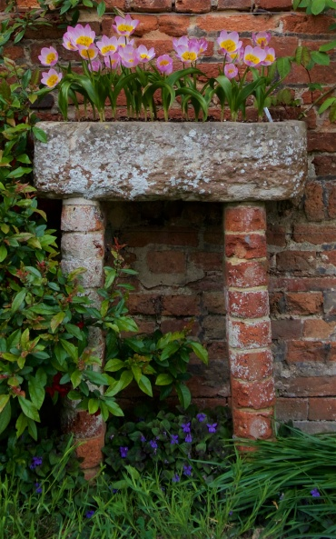Stone sink on pillars